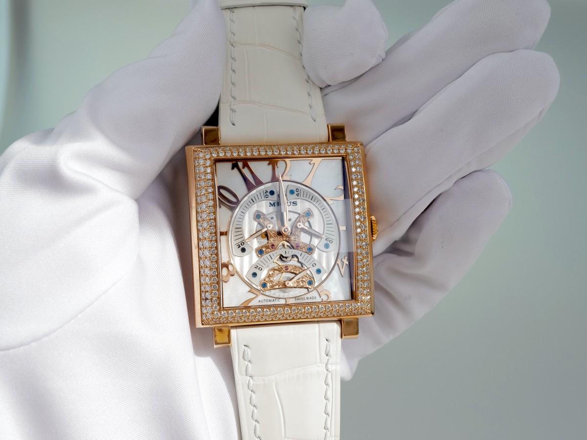 Швейцарские часы Milus Herios TriRetrograde