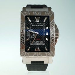 Швейцарские часы Roger Dubuis Sea More Just For Friends Carbon Dial